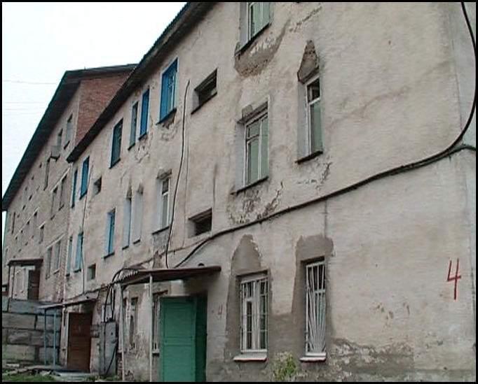 Из ветхого жилья переселят 1687 жителей Кировской области.