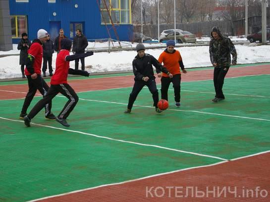 В Котельниче открыли многофункциональную спортивную площадку.