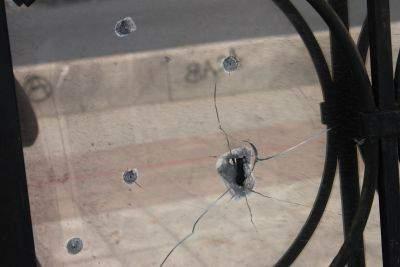 В Юрье хулиганы обстреляли административное здание.