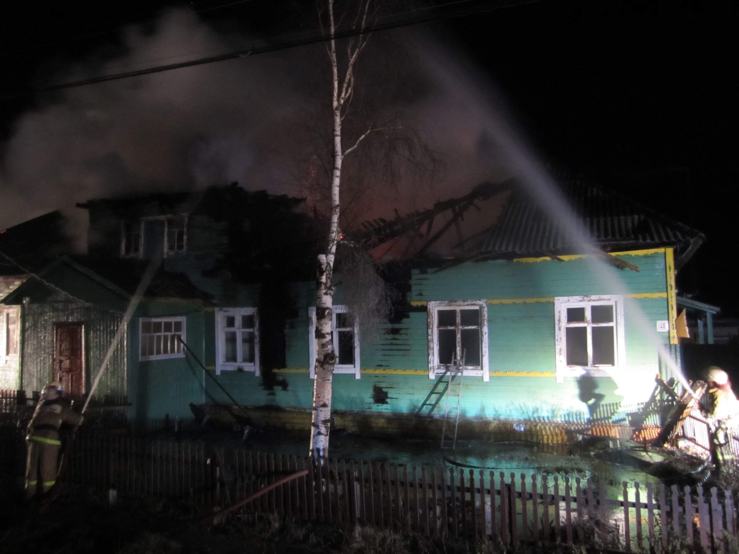 В Опарино сгорело здание хозконторы.