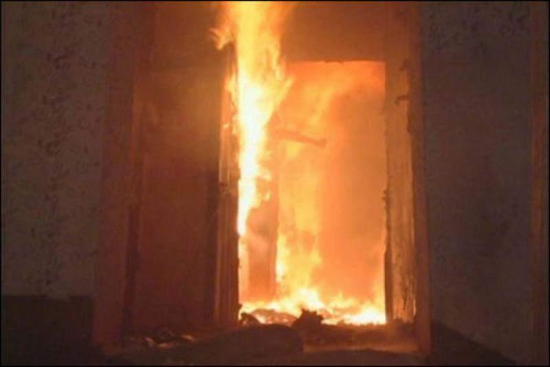 В Кирове горит жилой дом.