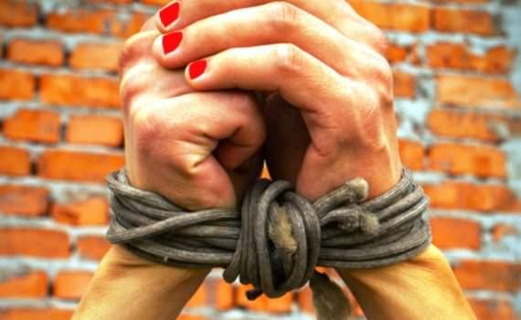В Верхнекамском районе похитили и изнасиловали девушку.