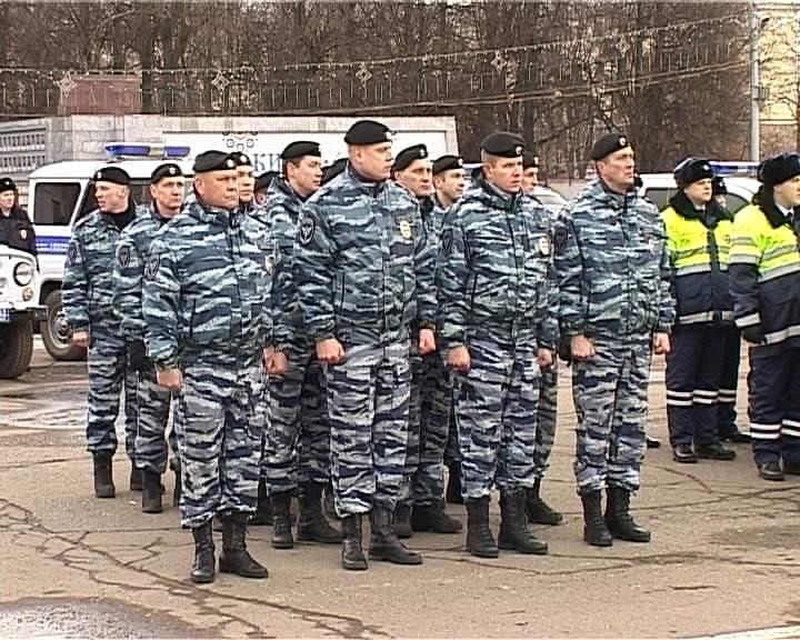 Гарнизонный смотр на Театральной площади города Кирова