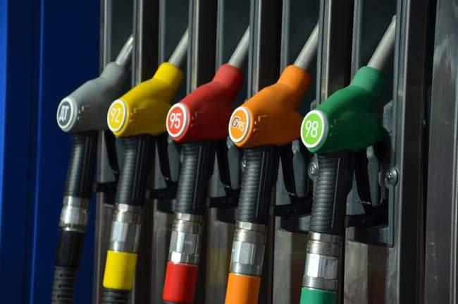 С января 2015 года в России перестанут продавать бензин экологического класса