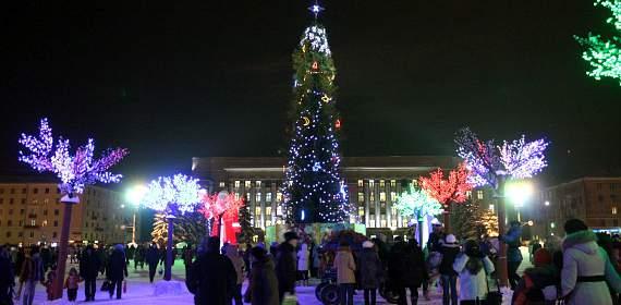 В Кирове началась подготовка к празднованию Нового 2015 года.