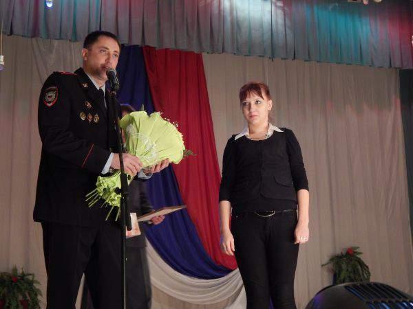 В Омутнинске наградили студентку, сумевшую задержать преступника.