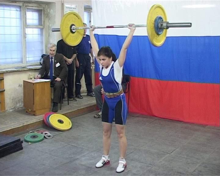 Кировская штангистка Ксения Козина стала бронзовым призером Первенства России.