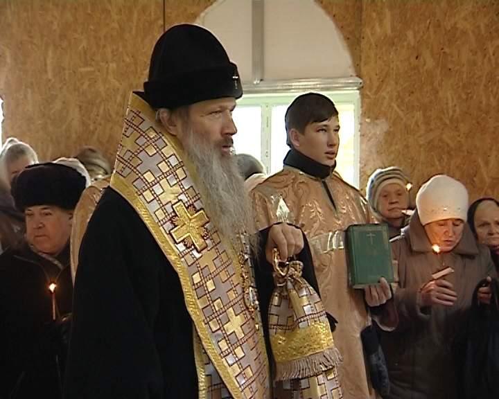 Освящение купола на строящемся храме Святого Николая Чудотворца в микрорайоне Коминтерн города Кирова