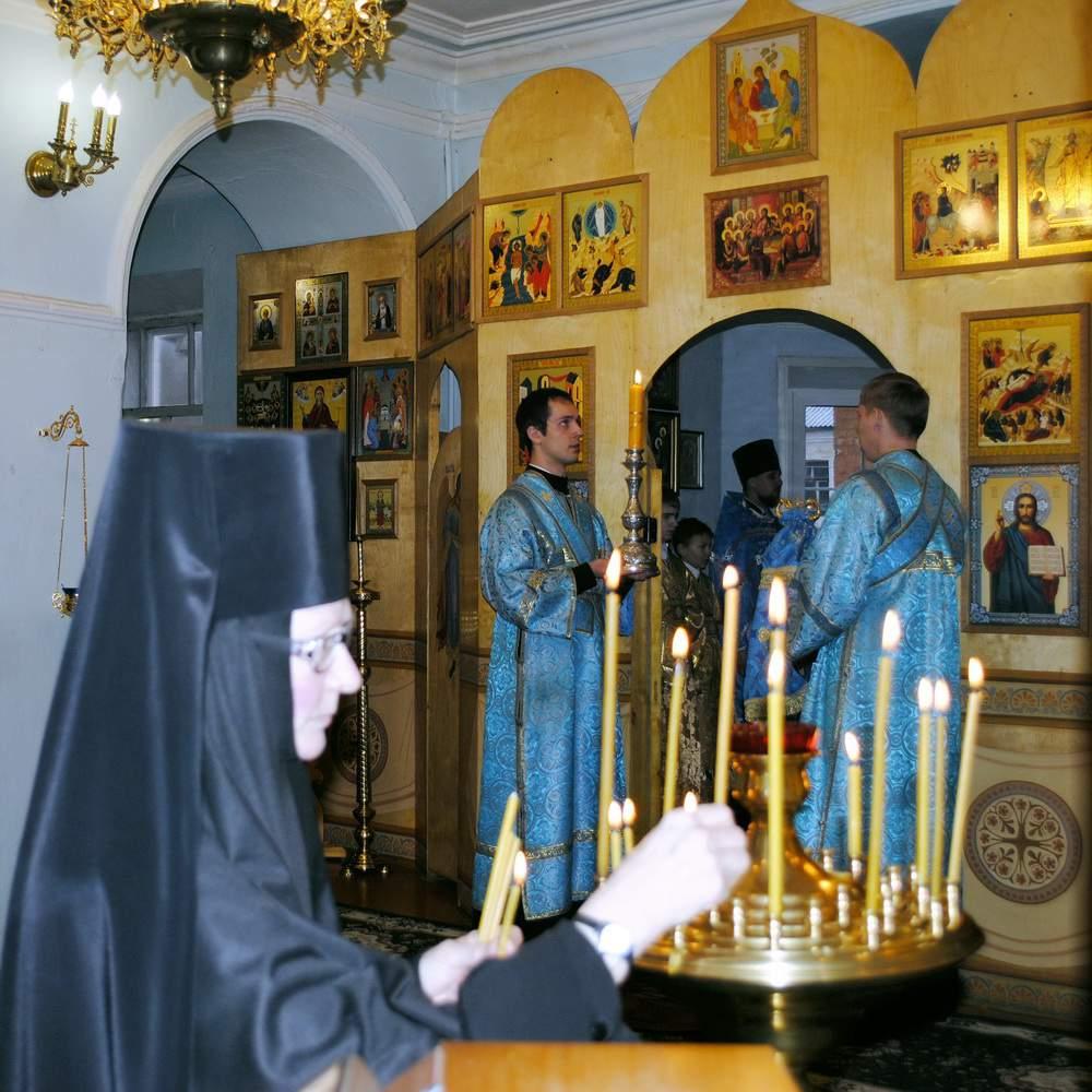 Молитва монахинь Слободского монастыря спасла кировских туристов в Индии.