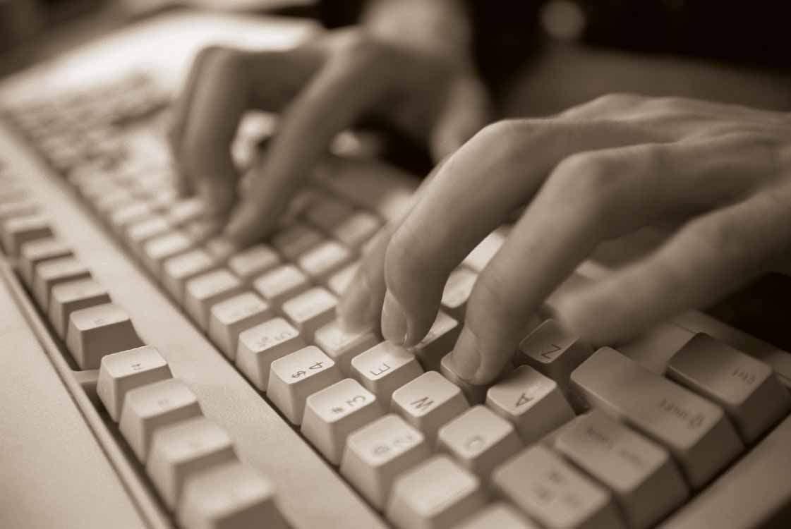 В Нолинске расследуется загадочная смерть студента, скончавшегося за компьютерным столом.