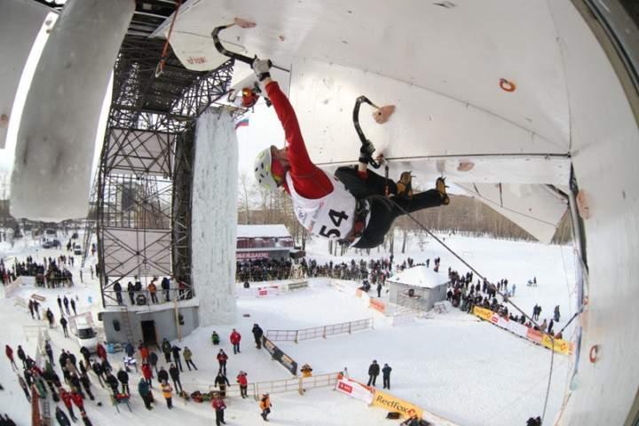 В Кирове проходит Кубок России по ледолазанию.