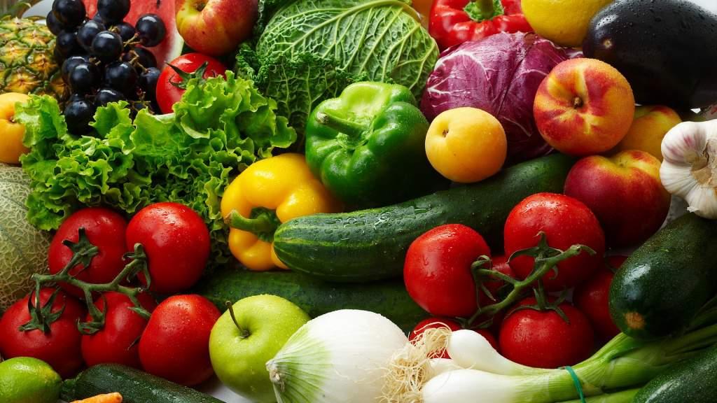 В России введен временный запрет на импорт овощей и фруктов из Албании.