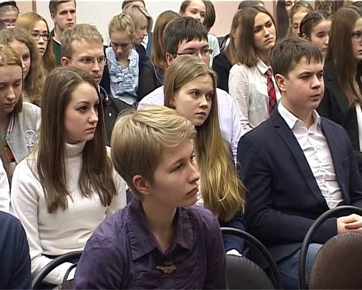 Никита Белых встретился с учениками Вятской гуманитарной гимназии