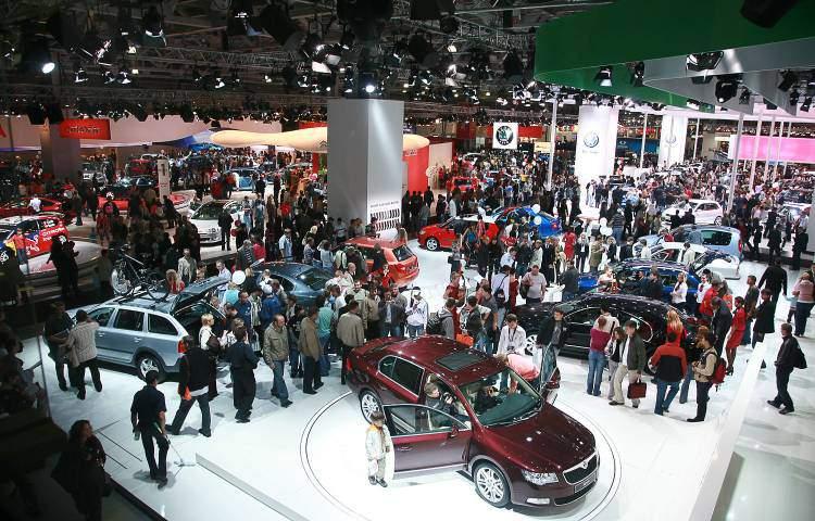В декабре 2014 года цены на автомобили повысили 24 компании-производители.