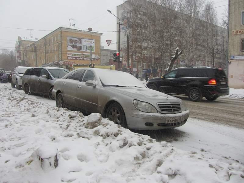 В Кирове судебные приставы в счет долга арестовали