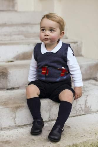 В СМИ появились официальные фото наследника британского престола, 17-месячного принца Джорджа.