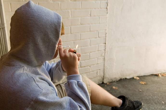 Директора Зуевского техникума наказали за студента, курившего спайс в учебном заведении.