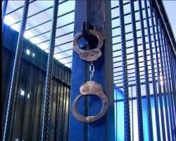 В Кирове хулиган с ножом ранил трех полицейских.