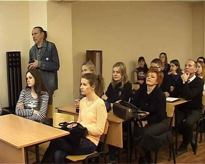 В ВятГГУ прошел мастер-класс профессора Российской художественно-промышленной академии Александра Стасюка