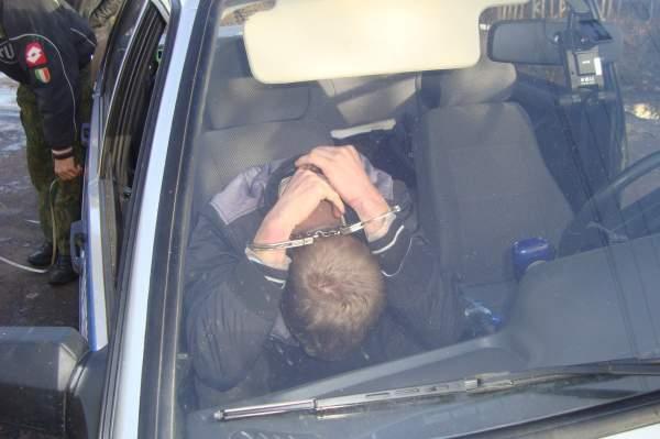 В Котельниче при задержании пьяного водителя полицейским пришлось применить оружие.