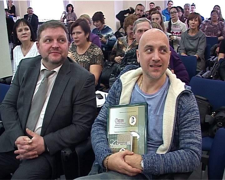 В Кирове писателю Захару Прилепину вручили премию Герцена и читательский билет.