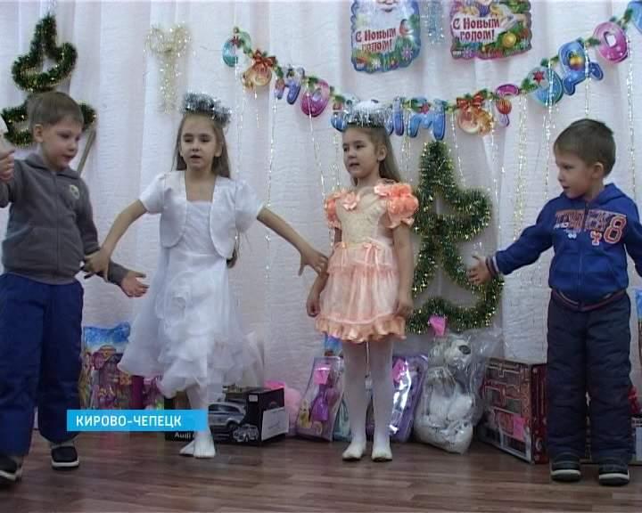 Елка в центре помощи семье и детям в Кирово-Чепецке