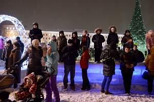 Из-за морозов в Кирове приостановлено проведение Фестиваля игровых программ на Театральной площади.