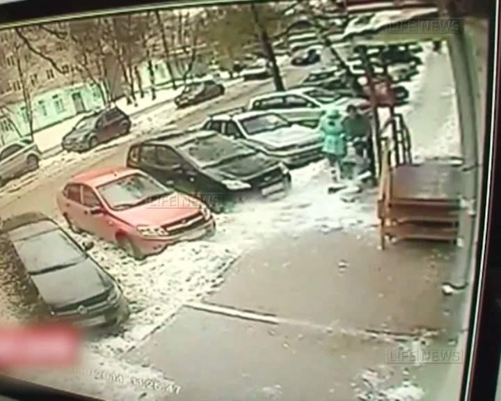 Мастер обвиняется в том, что ребенок пострадал от снега, упавшего с балкона