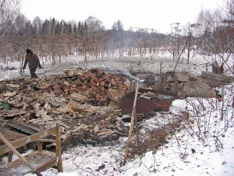 В Сунском районе на пожаре погиб человек: из-за полностью заметенной дороги следователи смогли добраться до места ЧП только на снегоходах.