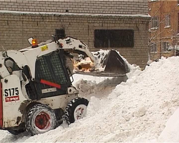Ситуация с очисткой улиц от снега и крыш от сосулек в Кирове пока достаточно напряженная