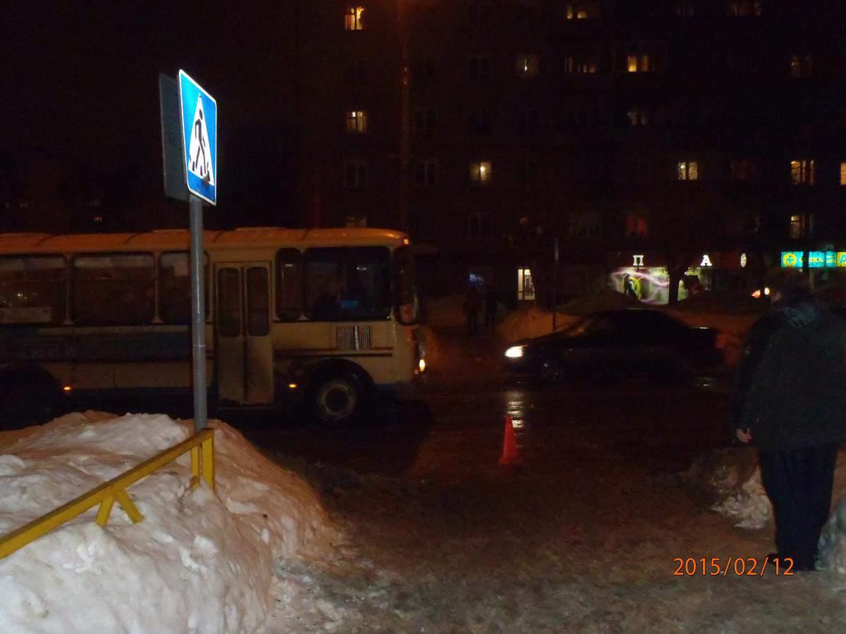 Пешеход набежал на автобус и получил травму