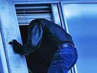 В Кирове задержали ночного вора из Свечи, который попытался обчистить магазин.