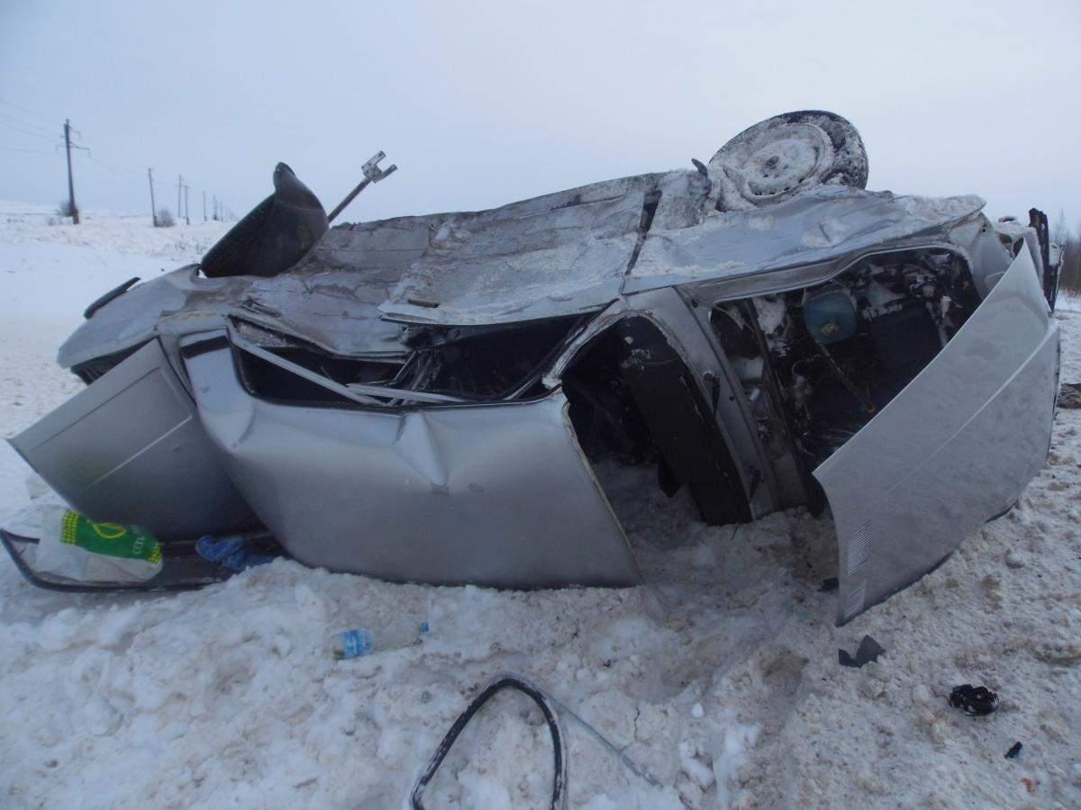 В Яранском районе «Фольксваген Гольф» столкнулся с ВАЗ-21074.