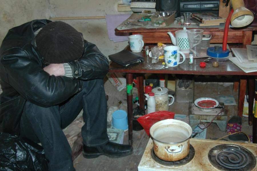 Житель г. Кирова устроил наркопритон в своем гараже.