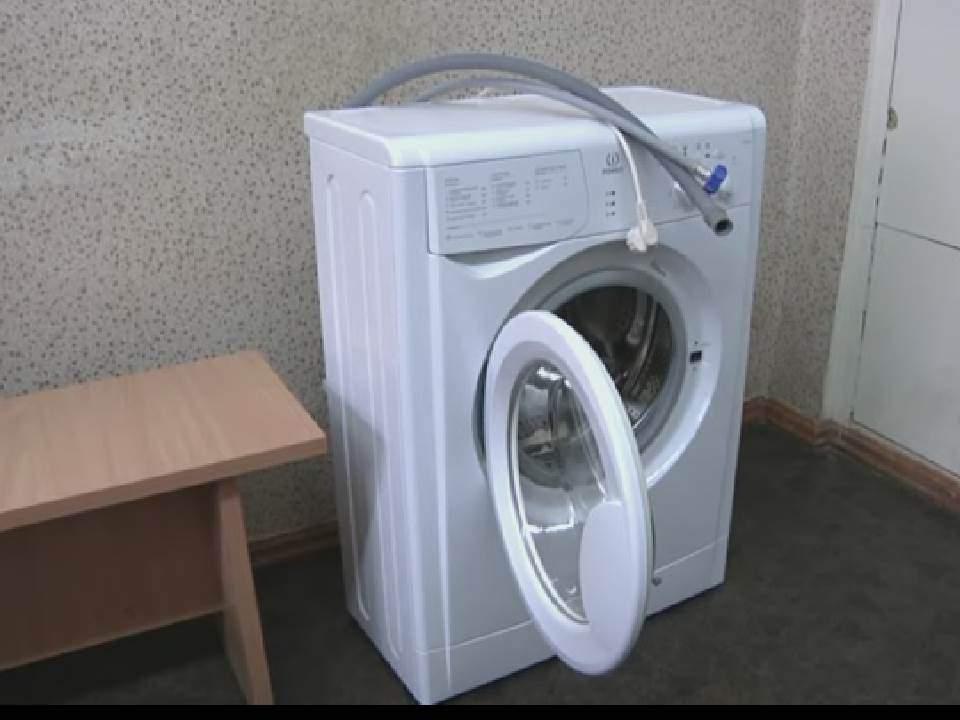 Из общежития на улице Ленина г. Кирова украли стиральную машину.
