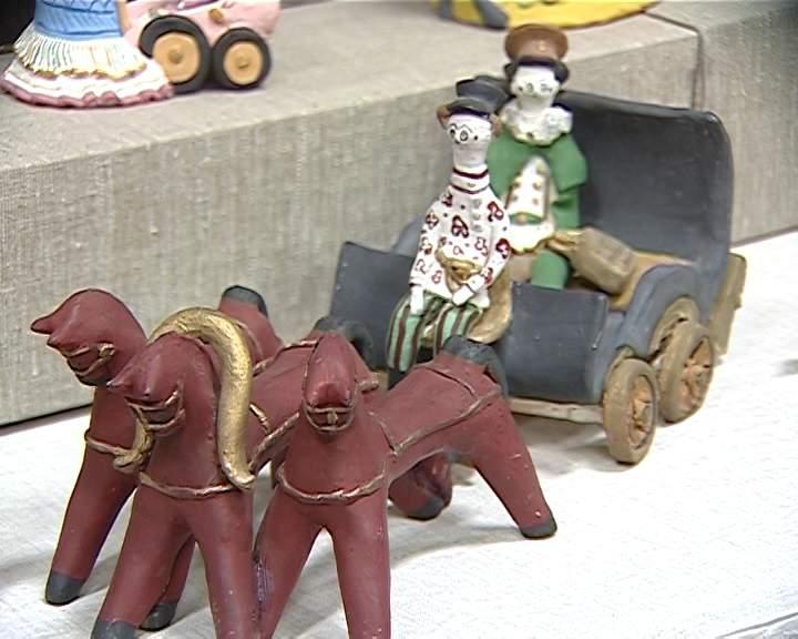 В Кирове открылась выставка, посвященная сразу трем видам глиняной игрушки - дымковской, тульской городской и филимоновской