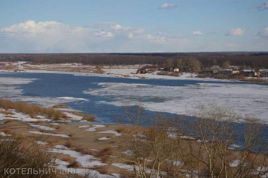 На реке Вятке зафискированы первые подвижки льда.