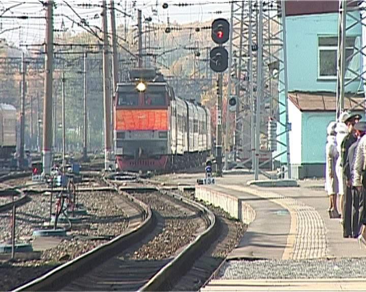 «Летний» пригородный поезд до Великой