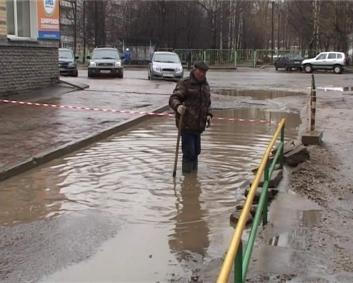 «Наводнение» во дворе дома на Воровского, 110