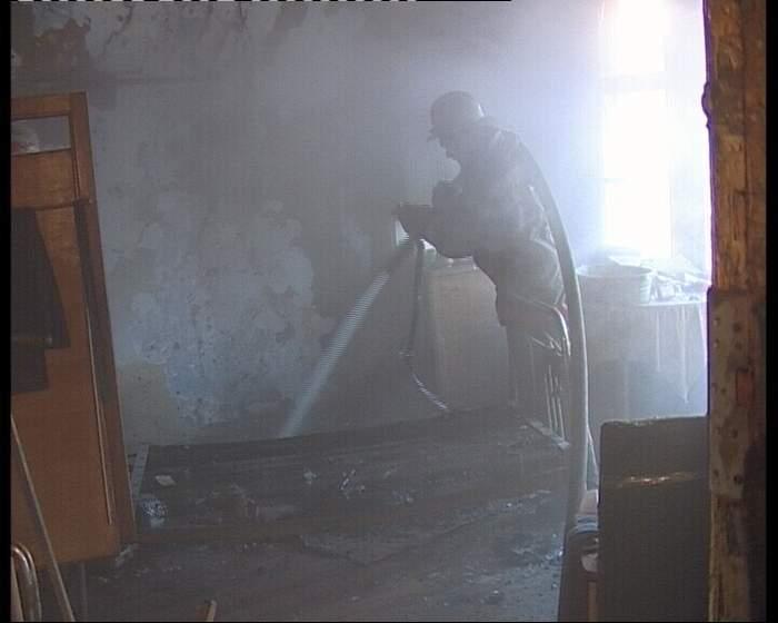 В Фаленском районе расследуются обстоятельства гибели на пожаре трех человек.