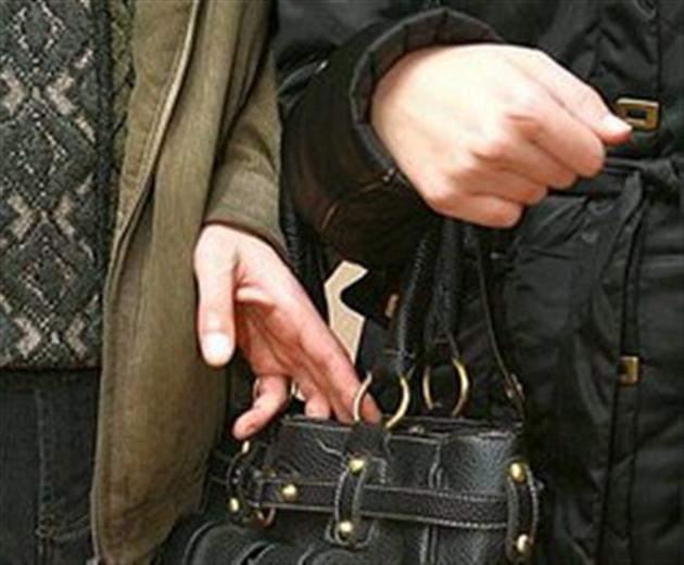 В Кирове с поличным задержали подозреваемого в карманной краже.