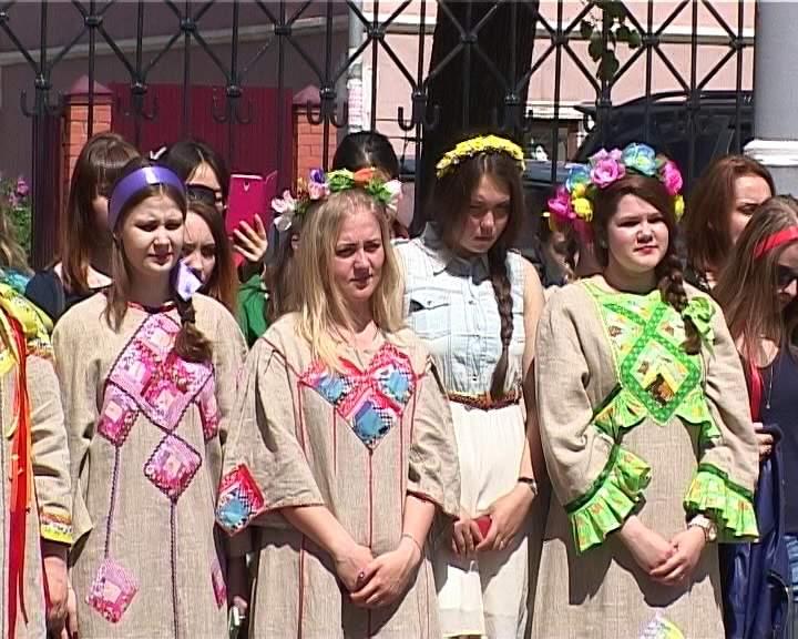 Студенты ВятГГУ отметили День славянской письменности песнями и плясками