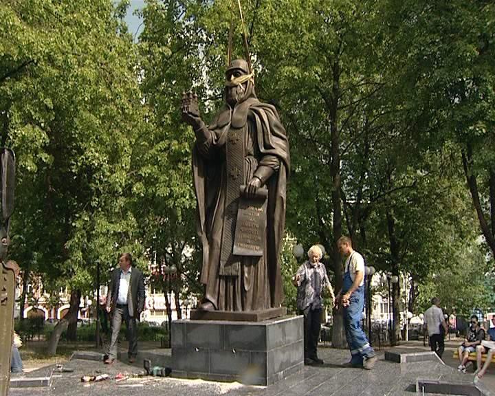 В Кирове установили памятник Преподобному Трифону Вятскому