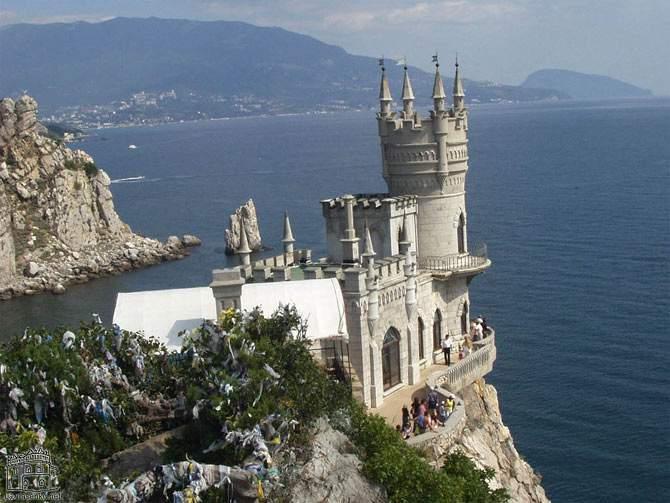 Посещение Крыма станет обязательным для школьников.