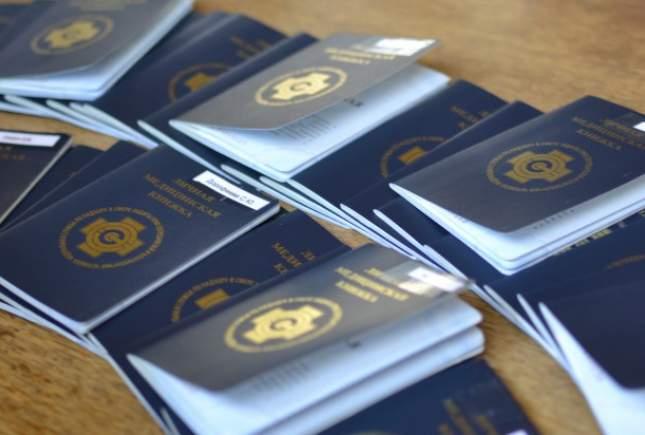 В Кирове ищут мошенников, продающих поддельные медицинские книжки.