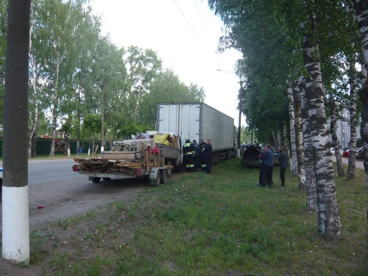 В Нововятском районе столкнулись три машины: пострадали 2 человека.