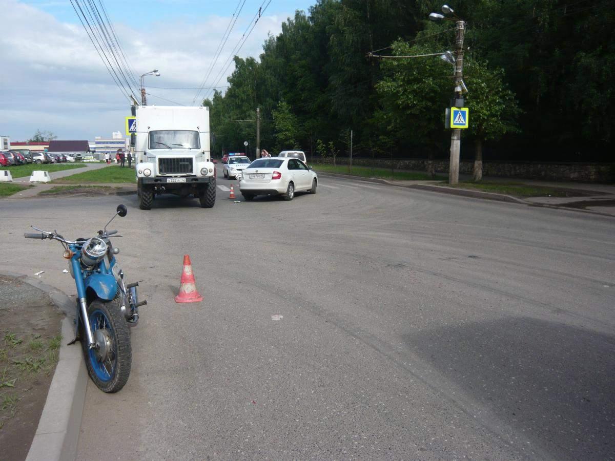В зоне риска были пешеходы и мотоциклист