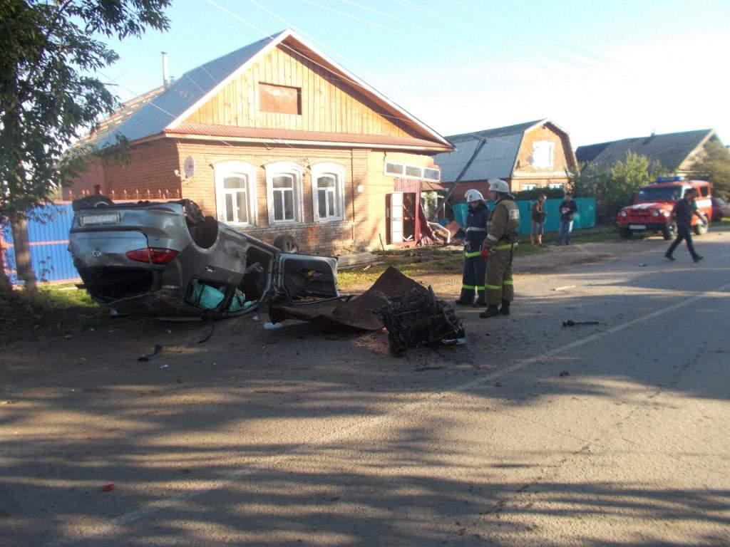 В Вятских Полянах перевернулся автомобиль