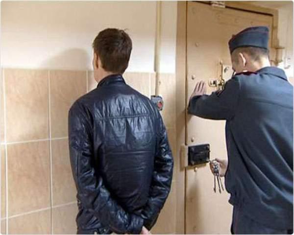 В Кирове хозяева квартиры застали в доме вора.