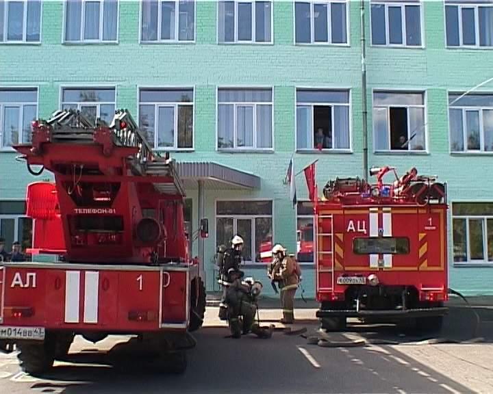 Учебная пожарная тревога в одной из школ города Кирова